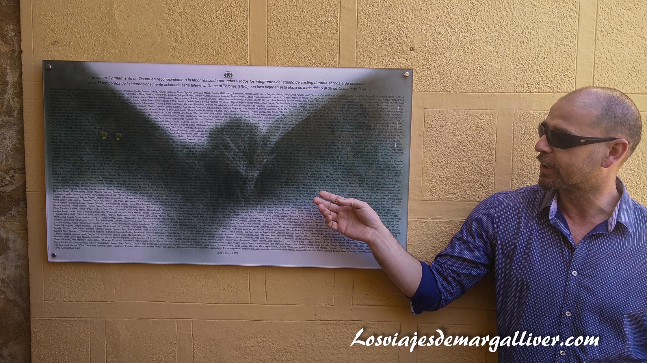 cartel agradecimiento a los extras del rodaje en Osuna , ruta juego de tronos - Los viajes de Margalliver